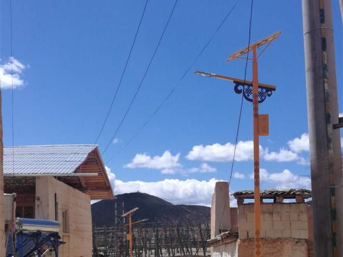 云南香格里拉新农村太阳能路灯工程