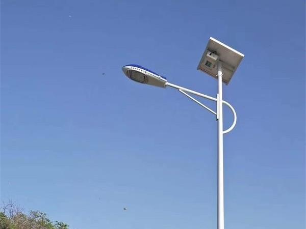 鑫永虹6米30瓦LED太阳能路灯平凉新农村案例