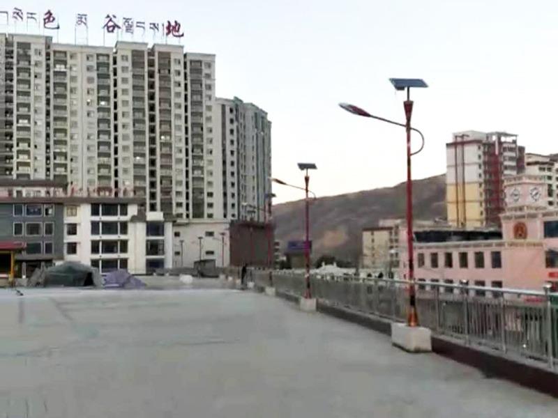 鑫永虹照明完成同仁县广场太阳能路灯工程