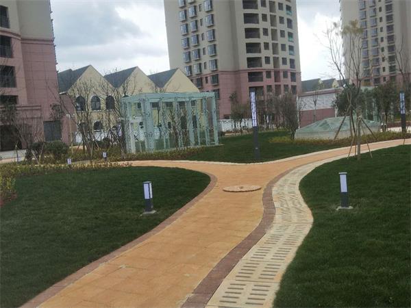 鑫永虹草坪灯,为小区绿地景观添光添彩
